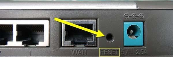 Кнопка Reset на роутере D-Link